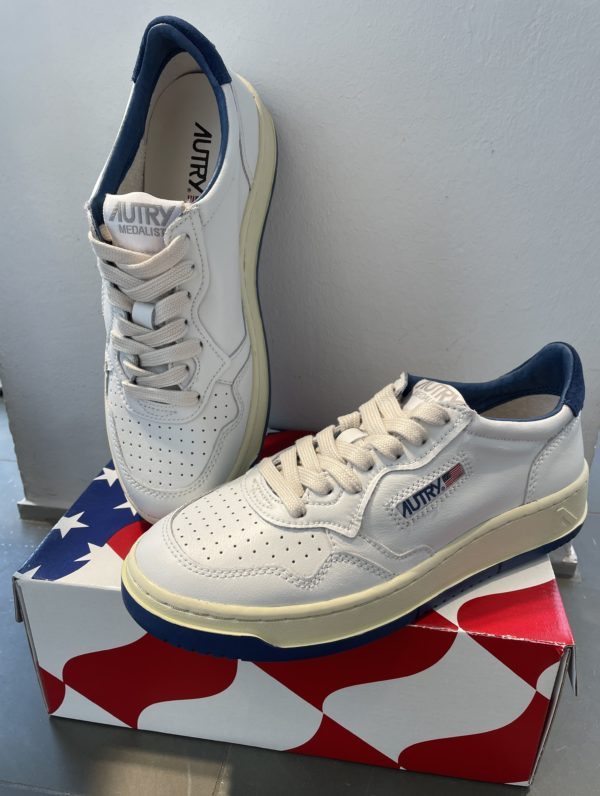 Sneaker Autry weiß/navy/navy Sohle
